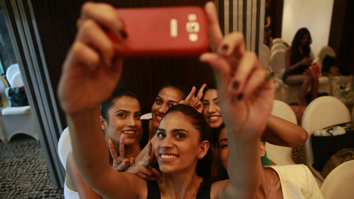 India to Require Smartphones have a Panic Button by 2017