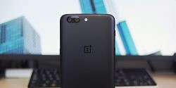 Unboxing The OnePlus 5