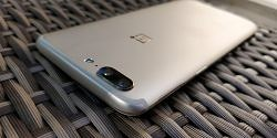 OnePlus Launches Soft Gold Variant of the OnePlus 5 [Hands On Pictures Inside]
