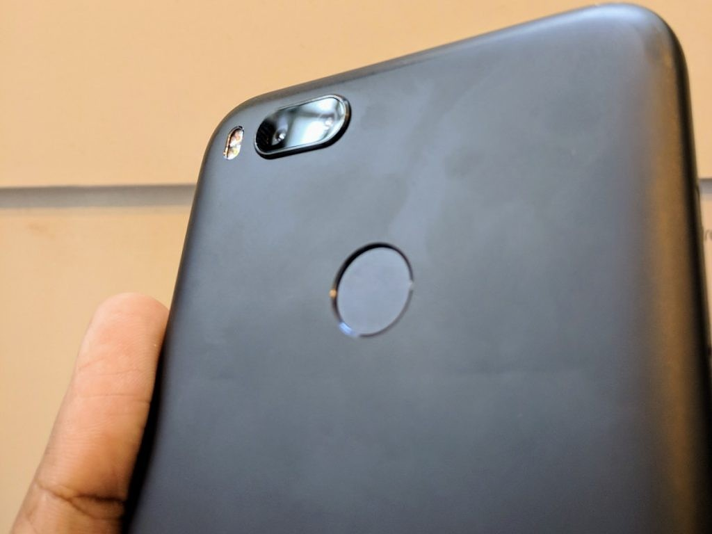 Xiaomi Mi A1 Xda Review Android One And Hardware Result In A Backdoor Redmi 4a As Someone Used To Handling 55 Sometimes Even Larger Phones With Hand The Posed No Difficulty Top Bottom Bezels Of Device