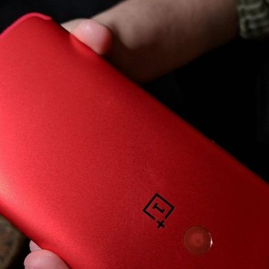 OnePlus 5T Lava Red goes on sale on Amazon India on January 20th