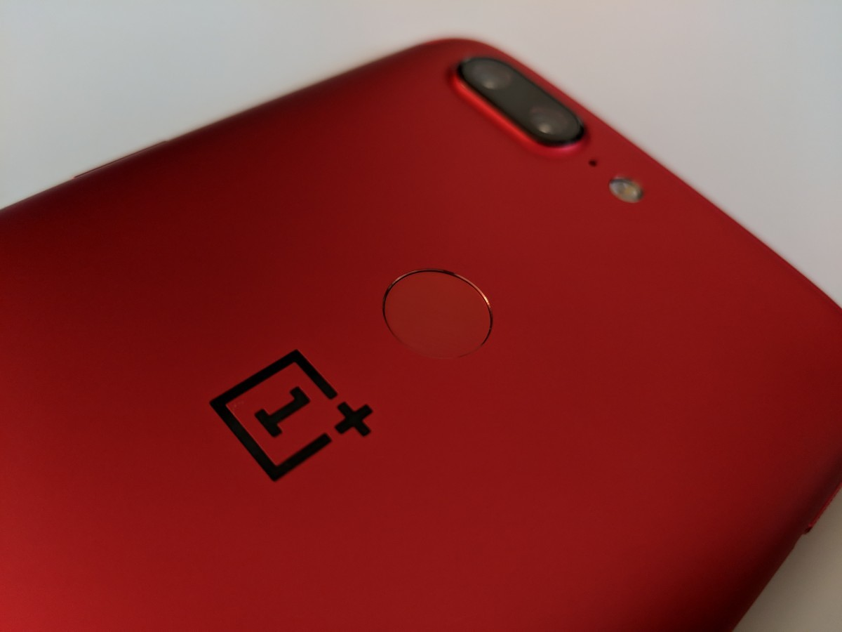 [Hands on] The Lava Red Oneplus 5T is a Blindingly Red Head Turner