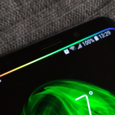 Energy Bar is a pulsating battery bar that accentuates the curves of the Samsung Galaxy S9/S8